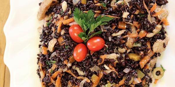 Salada de Arroz Preto com Bacalhau