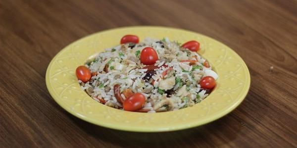 Salada de arroz, bacalhau e lentilha